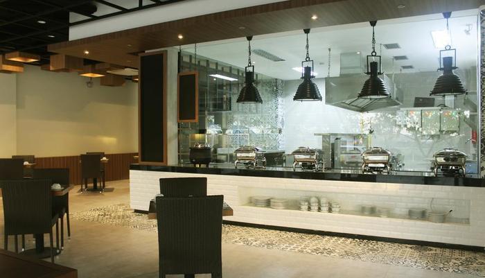 Opi Indah Hotel by Amazing Palembang - Ruang makan