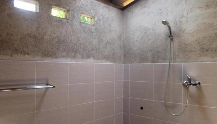 The Raiq Bungalow Lombok - shower