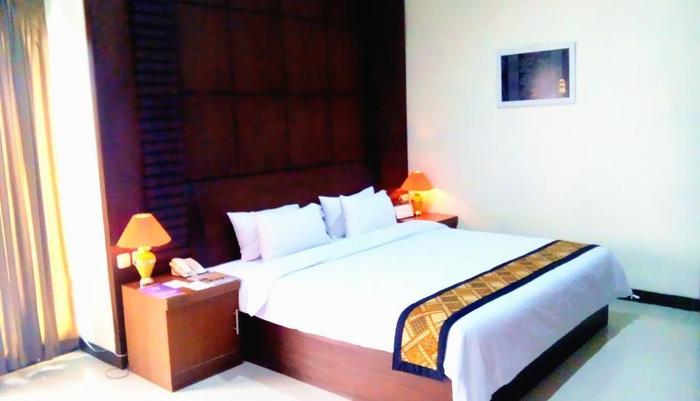 Riez Palace Hotel Tegal - Junior Suite Room