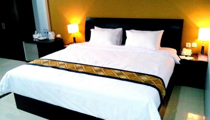 Riez Palace Hotel Tegal - Royal Suite Room