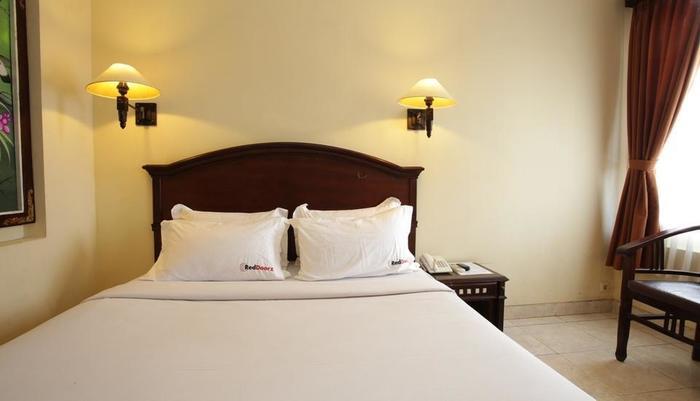 RedDoorz @Raya Pantai Kuta Bali - Kamar tamu