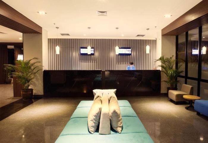 Fabu Hotel Bandung - Receptionist