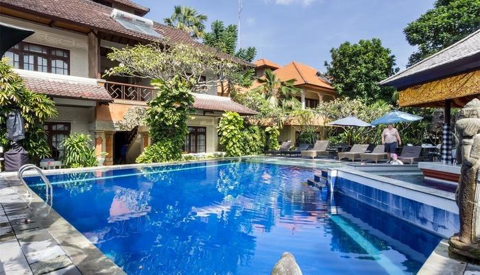 RedDoorz near Petitenget Beach 2 Bali - Kolam Renang