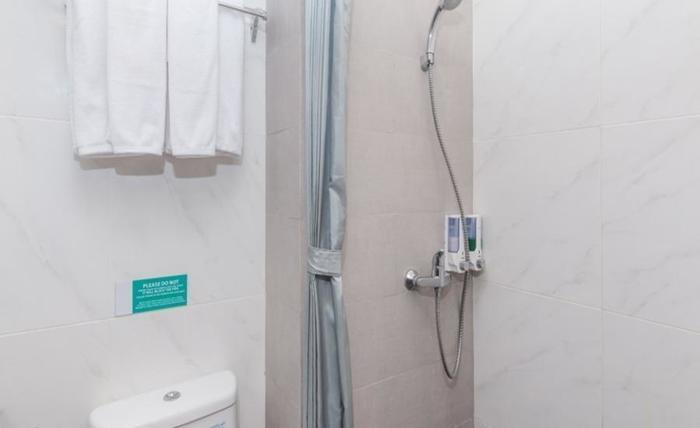 ZenRooms Seminyak Kayu Jati Bali - Kamar mandi