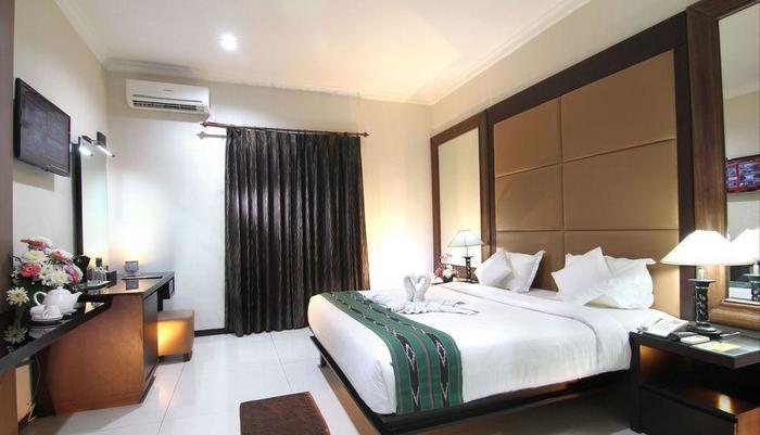Ollino Garden Hotel Malang - Suite Room