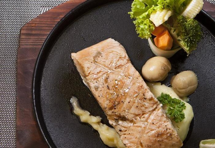 Hotel The Sahid Rich Jogja - Salmon