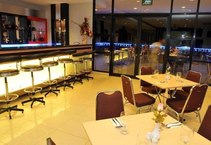 Aston Ketapang City Hotel Pontianak - bar