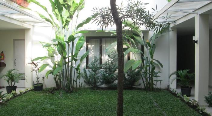 Anggrek Gandasari Hotel Bandung - Garden