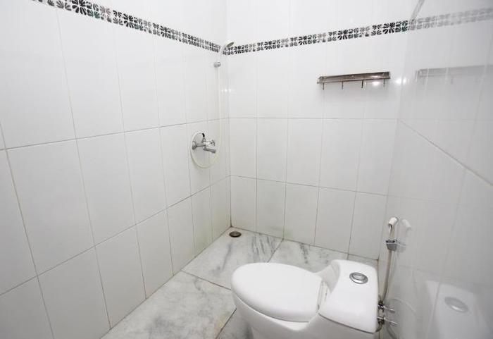 RedDoorz @Ragunan Jakarta - Kamar mandi