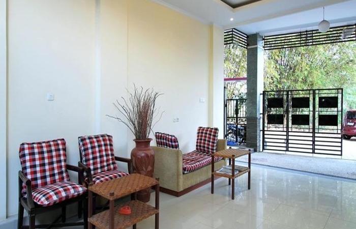 Ramantika Bali House Bali - Meja dan kursi
