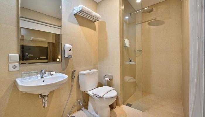 Whiz Prime Hotel Basuki Rahmat Malang Malang - Bathroom