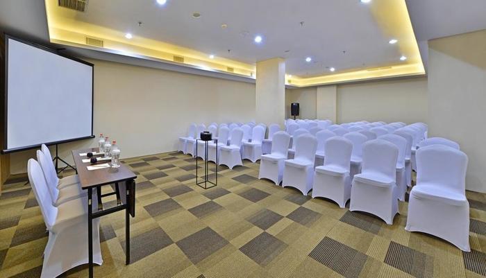 Whiz Prime Hotel Basuki Rahmat Malang Malang - Meeting Room