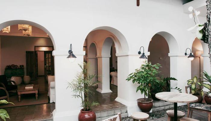 Adhisthana Hotel Yogyakarta - Garden Area