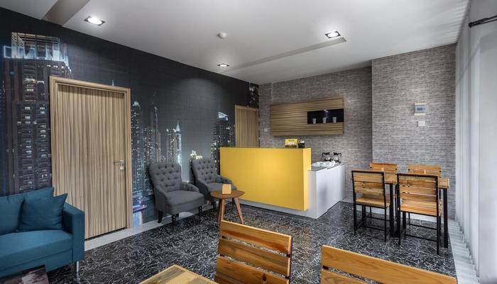 Lite Rooms Jakarta - Receptionist