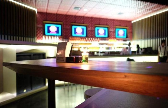 J iCon Hip Hotel Balikpapan - Bar