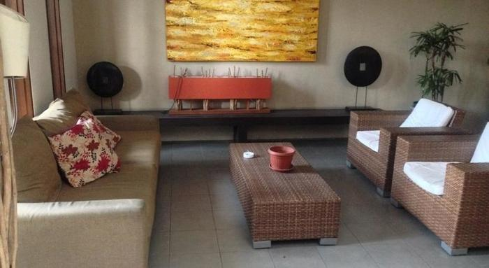 Farila Guesthouse 2 Surabaya - Ruang tamu