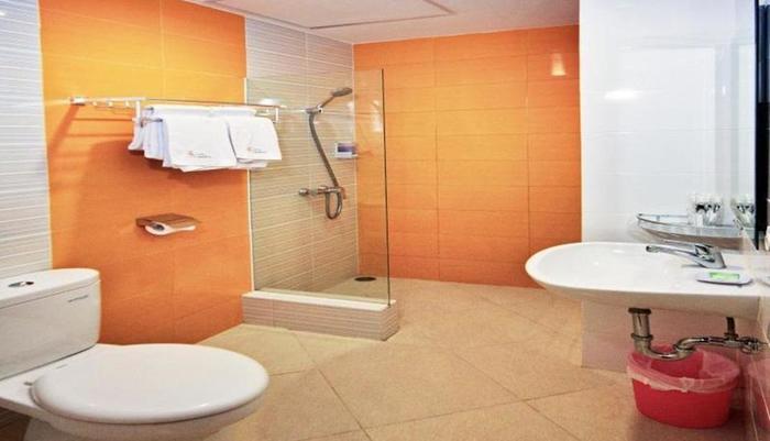 Hotel Graha Cempaka Surabaya - Kamar mandi