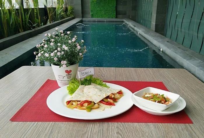 Serela Waringin Hotel Bandung - Swimming Pool