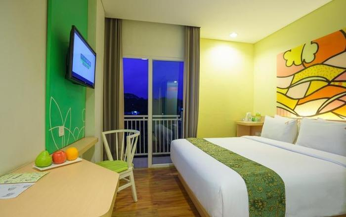 MaxOneHotels Sukabumi - Deluxe Happiness Double Bed