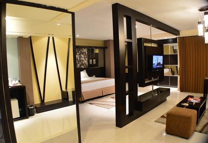 Prime Royal Hotel Surabaya - Suite Room