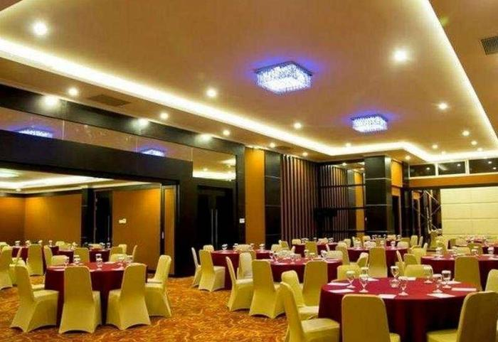 Prime Royal Hotel Surabaya - Ballroom