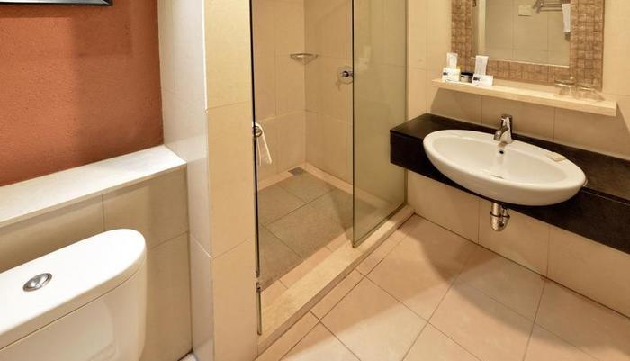 Banana Inn Hotel Bandung - Deluxe Bathroom