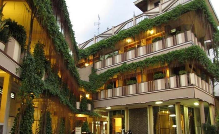 Hotel Lestari Jember - Facade