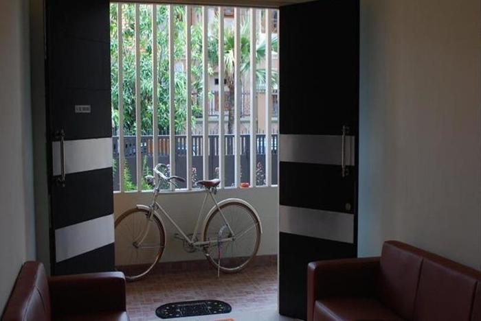 IKIRU to live Hotel Surabaya - Ruang tamu