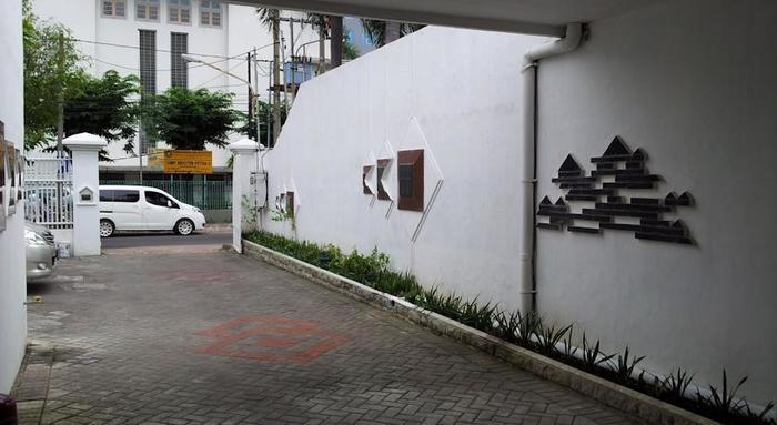 Loxy Inn Surabaya - Around1