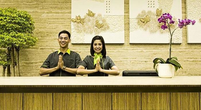 Grand Whiz Kelapa Gading - Receptionist