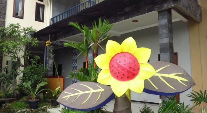 Bunga Matahari Guest House Malang - Tampak Luar