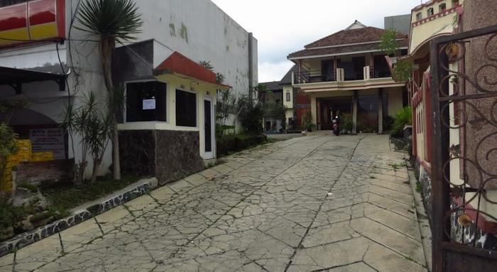 Bunga Matahari Guest House Malang - Around1