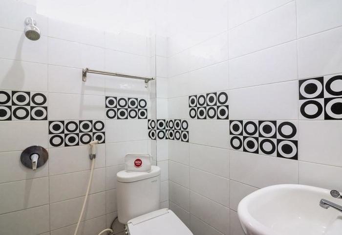 NIDA Rooms Queen Place Makassar - Kamar mandi
