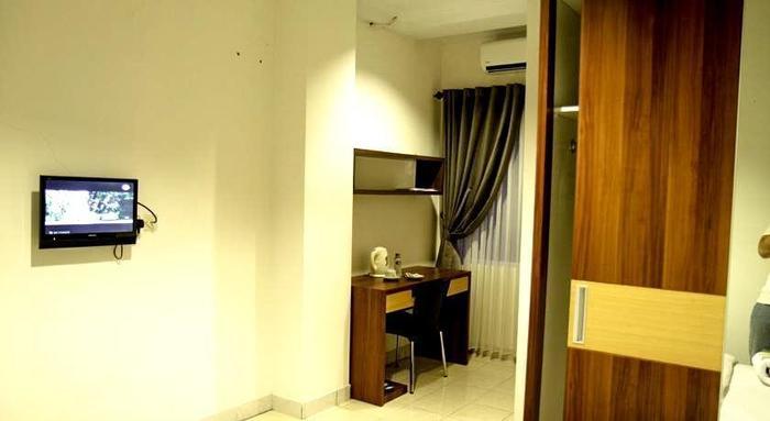 Lotus Hotel Bandung - Kamar Tamu