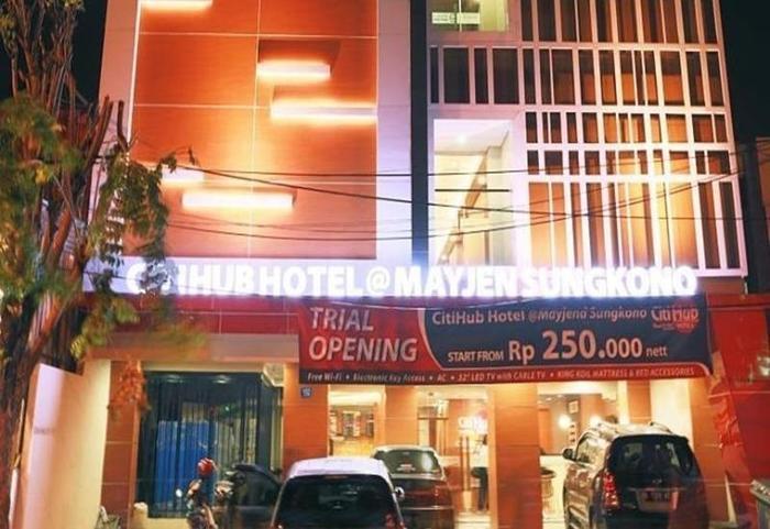 Citihub Hotel at Mayjen Sungkono Surabaya - Eksterior