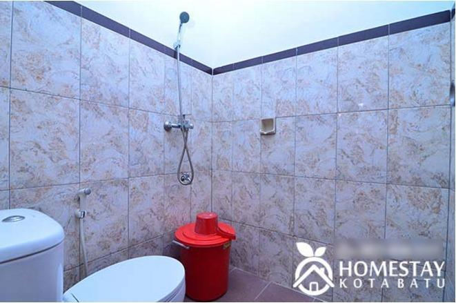 Ani Homestay Malang - BATHROOM