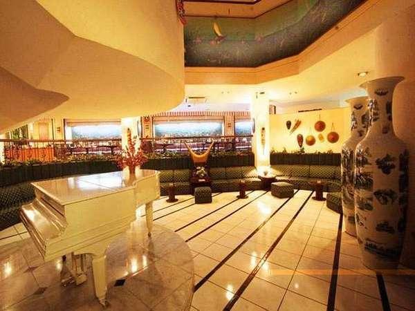 Losari Beach Hotel Makassar - Piano Lounge