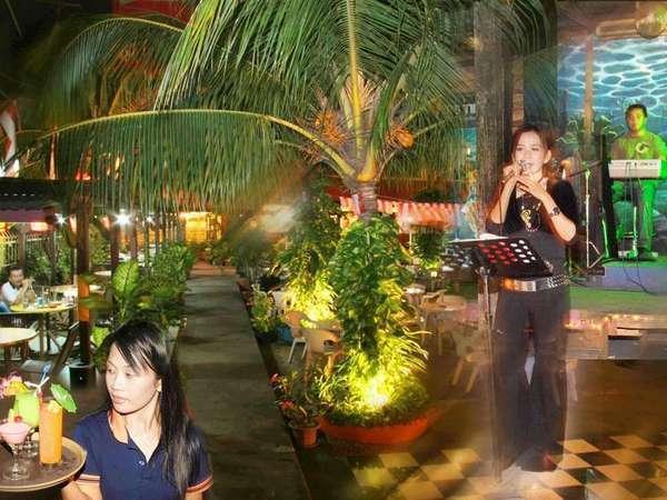 Losari Beach Hotel Makassar - Restoran Kareba