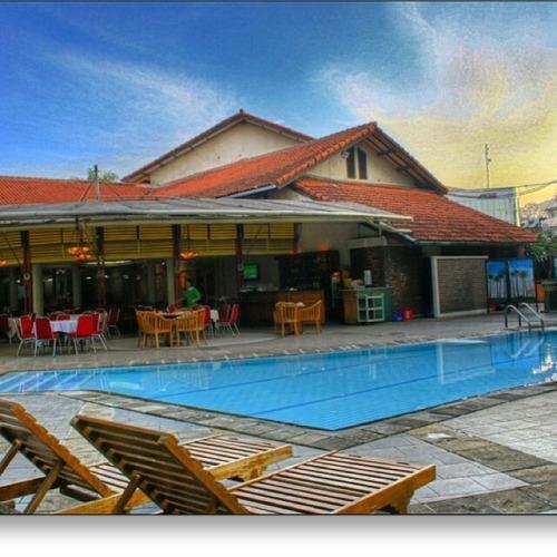 Topas Galeria Hotel Bandung - Pool