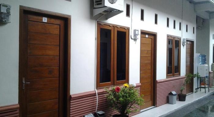 Pondok Inap Shofwa Surabaya - Depan Kamar