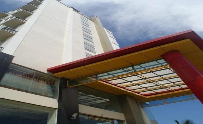LYNT Hotel Makassar - Eksterior
