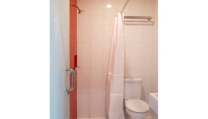 Hotel Setia Budi Madiun - Bathroom