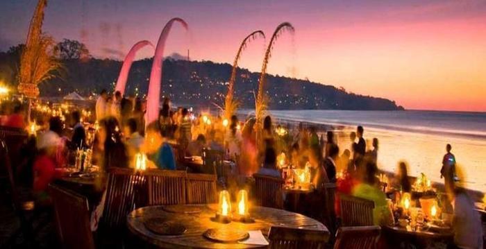 Villa Happy Jimbaran Bali - Pantai dan restoran dapat dicapai sekitar 3 menit berjalan