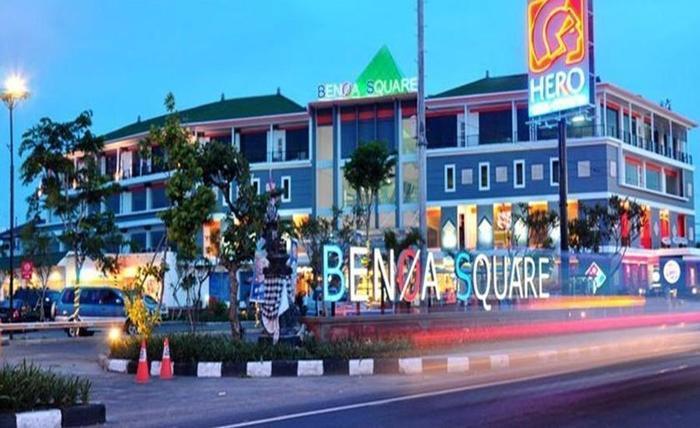 Villa Happy Jimbaran Bali - Benoa Square dapat dicapai dengan sekitar 5 menit berkendara