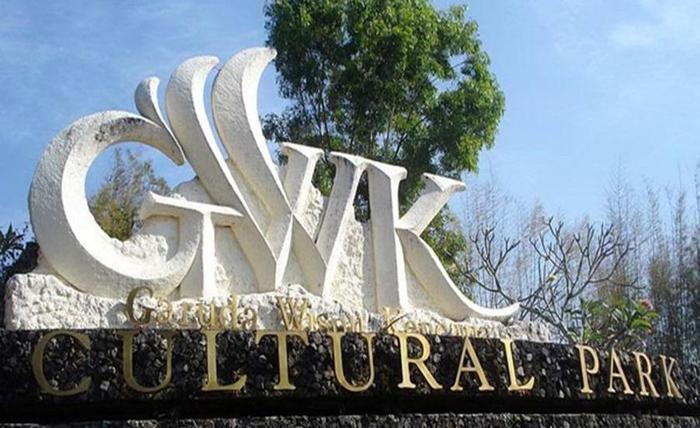 Villa Happy Jimbaran Bali - GWK dapat dicapai sekitar 15 menit.
