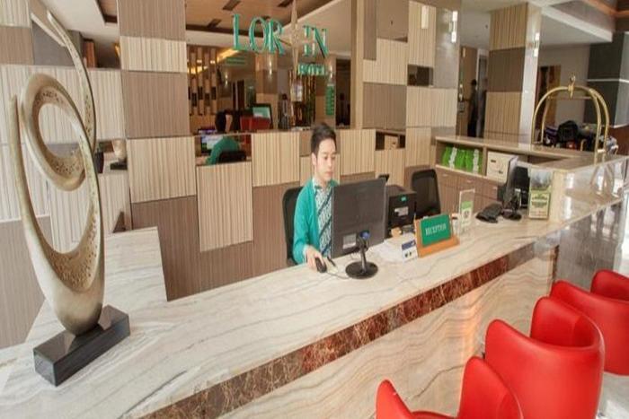Lorin Dwangsa Solo Hotel Solo - Receptionis