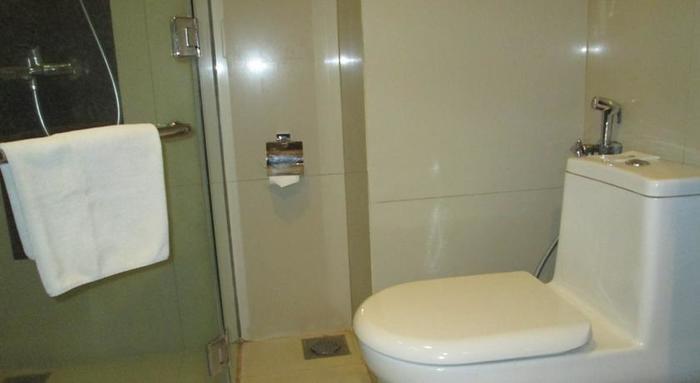 Anggrek Shopping Hotel Bandung - Bathroom