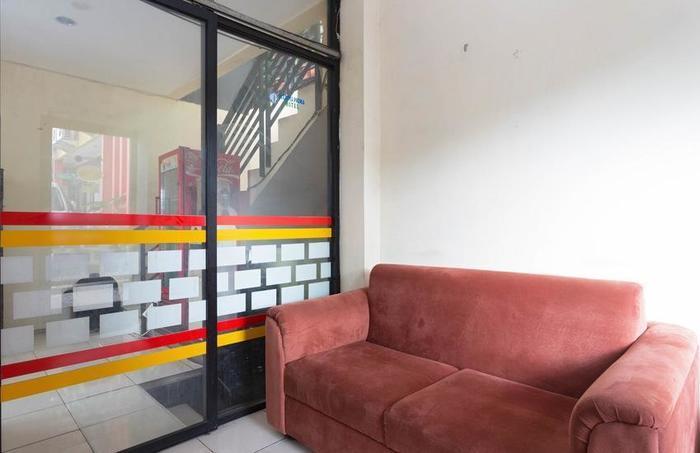 RedDoorz @ Ciracas Jakarta - Ruang tamu