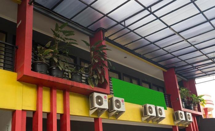 RedDoorz @ Ciracas Jakarta - Eksterior
