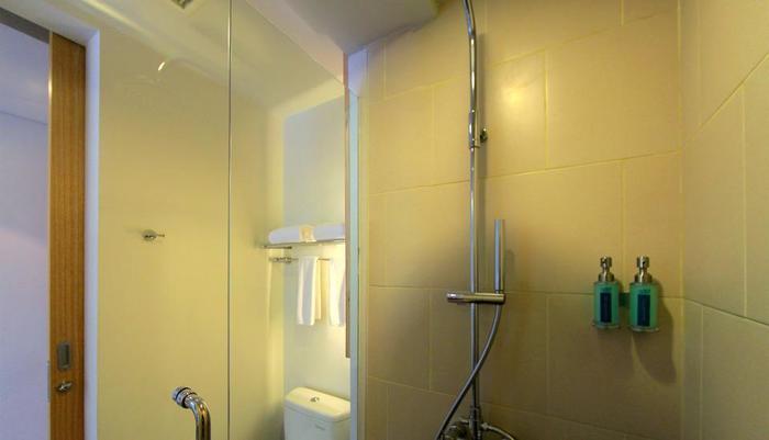 THE 101 Hotel Bogor - Bathroom